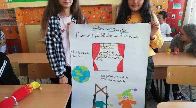 L'équipe de l'école « Mihai Viteazul » de Craiova vous dit « Bonjour ! »