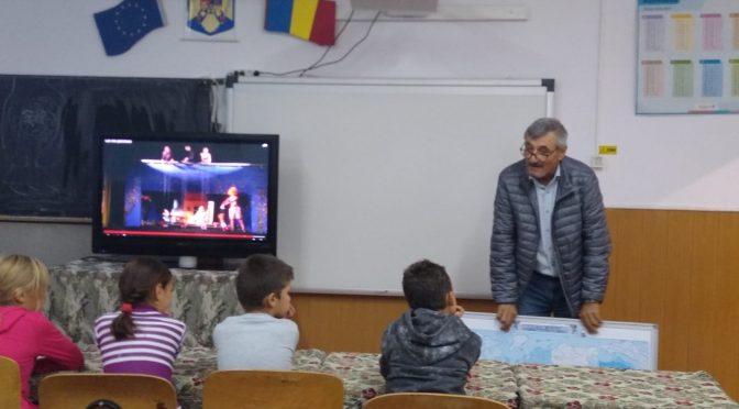 Ecole de Pungești (Roumanie): Qu'est-ce que c'est que le théâtre des pantins?