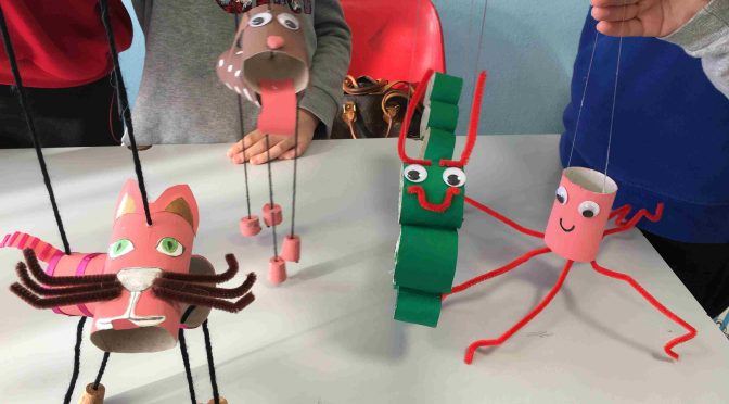 Homework with puppets * Devoirs avec pantins